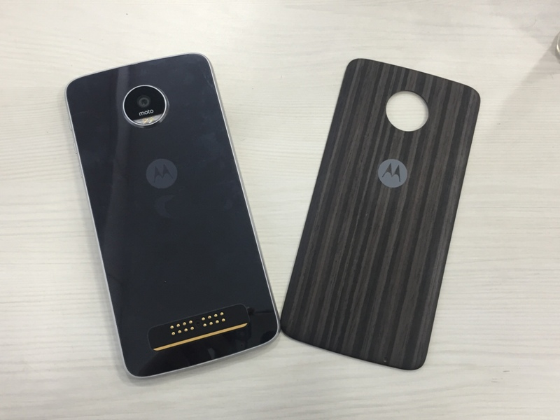 Moto Z Play Review: Reasons To Buy / Reasons To Not Buy